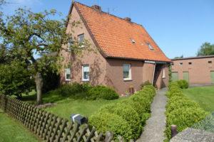 Einfamilienhaus - mit großem Grundstück - oder sep. Baugrundstück